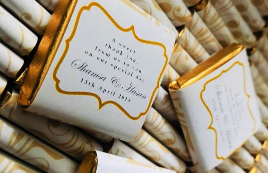 Wedding favors on chocolate personalized